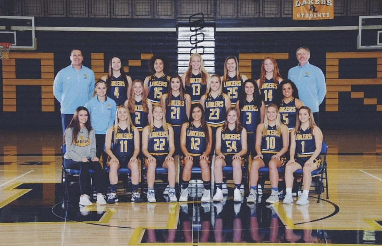 The girl's varsity basketball team in the years 2017-2018.